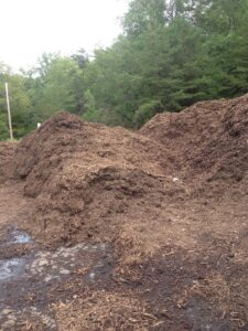 Free fill and compost can help with your gardening needs! www.busybudgeter.com