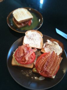 BLT Sandwiches, easy to make and super cost effective! busybudgeter.com