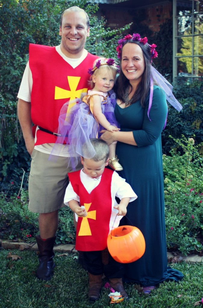 medieval-themed-family-halloween-costumes-674x1024
