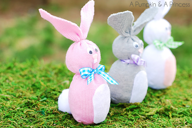 DIY Easter Crafts - you can make these sock bunnies for ANYONE. They are a great, handmade and meaningful gift for someone special. My kids are going to love seeing these in their easter baskets.