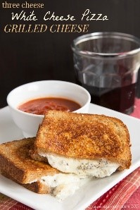 Need some easy grilled cheese recipes that take the classic recipe to a whole new level? This is it! A pizza-inspired grilled cheese - what's not to love?