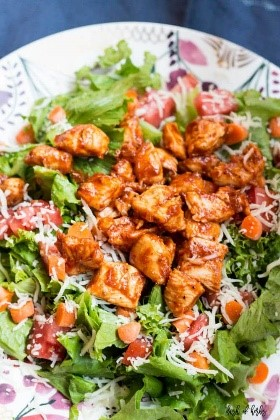You can toss together this salad in less than five minutes. If you ask me, that's exactly the kind of easy salad recipes I'm looking for!